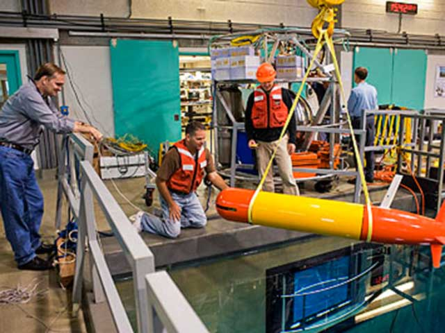 tethys-automated-underwater-vehicle-2